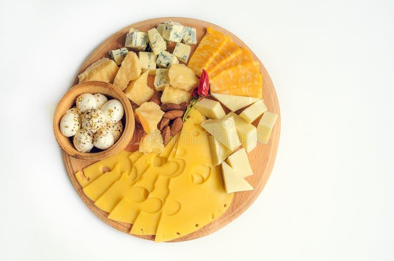 Diverse Types van Kaas op een Houten Achtergrond royalty-vrije stock fotografie