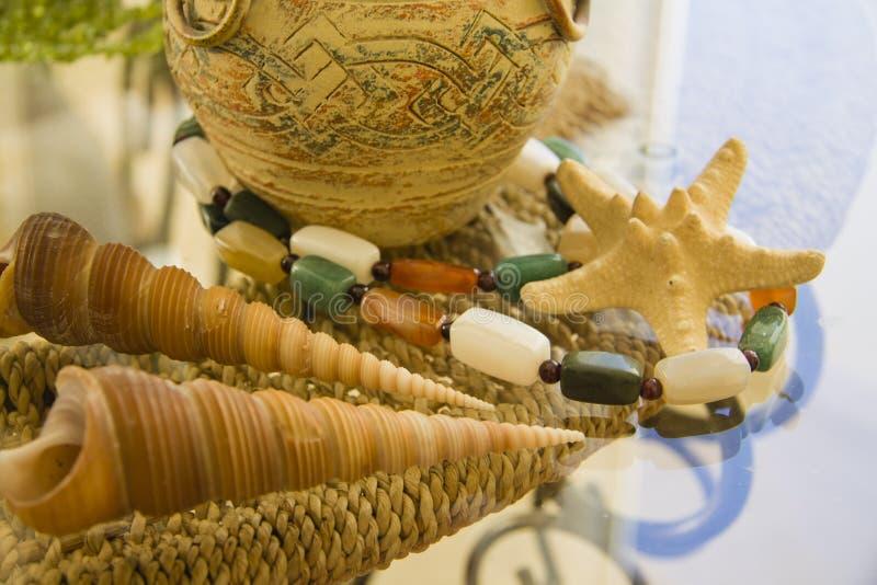 Diverse types van Overzeese shells en oud schip royalty-vrije stock fotografie