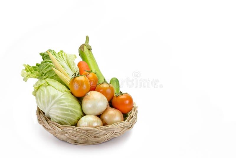 Diverse verse groenten op de mand stock fotografie