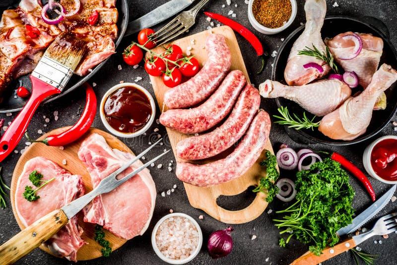 Diverse viande crue prête pour le gril et le BBQ photographie stock