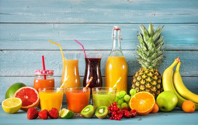 Diverse vruchtesappen stock foto