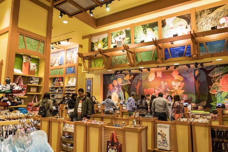 Diversehandel i det berömda i stadens centrum Disney området, Disneyland Resort arkivfoto