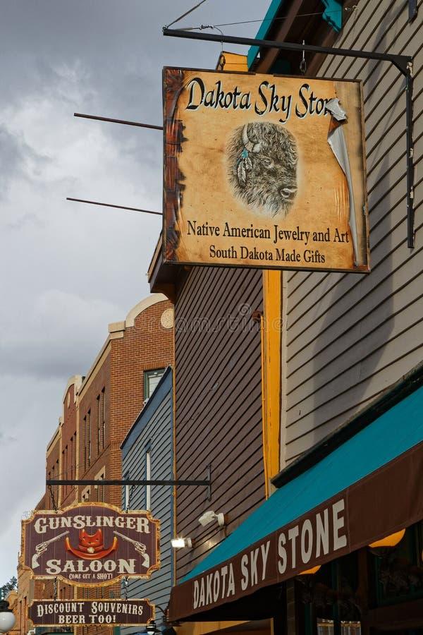 Diversehandeln undertecknar in den huvudsakliga gatan för Deadwood royaltyfri foto