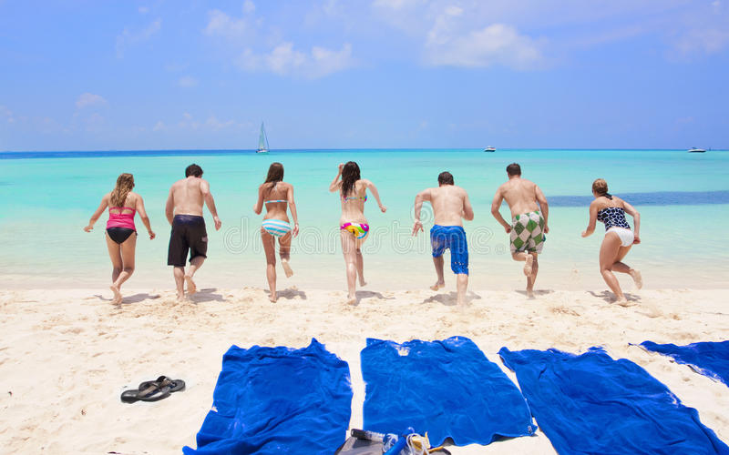 Diversión de las vacaciones de la playa imagenes de archivo