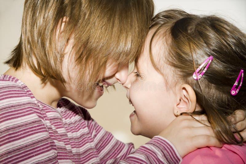 Diversión de niños - hermana foto de archivo libre de regalías
