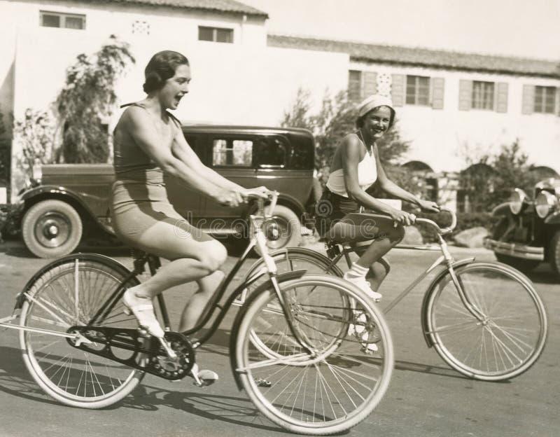 Diversión del montar a caballo de la bici foto de archivo