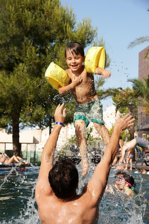 Diversión en piscina imágenes de archivo libres de regalías