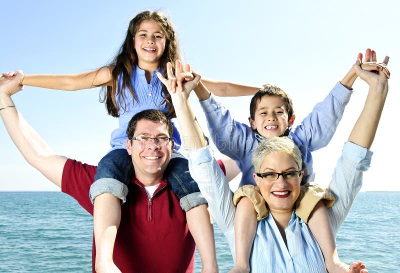 Diversión feliz de la familia imagen de archivo libre de regalías