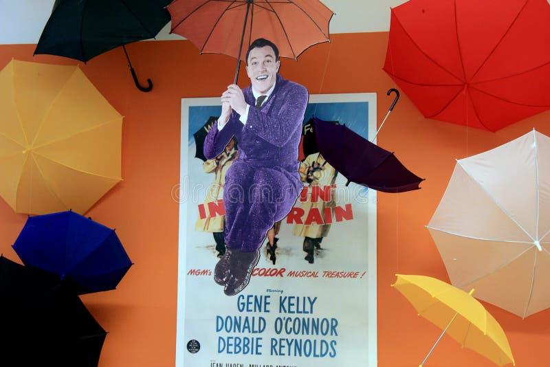 Diversión y exhibición optimista de Gene Kelly fotografía de archivo libre de regalías