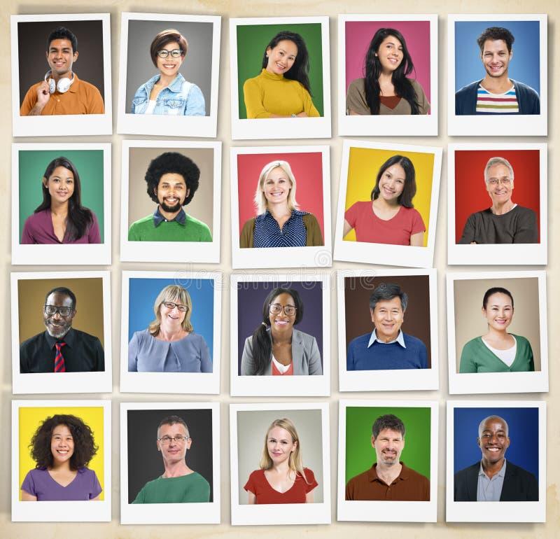 A diversidade dos povos enfrenta o conceito da comunidade do retrato do rosto humano imagem de stock