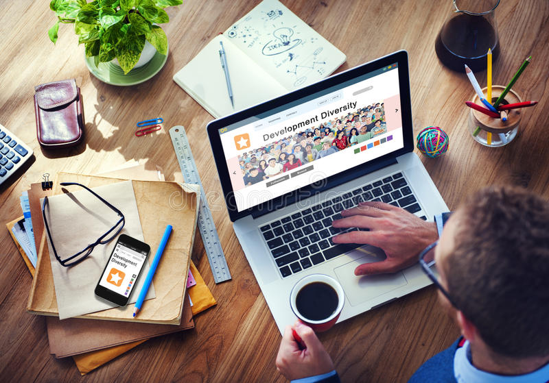 Diversidade em linha do desenvolvimento do Internet de Digitas imagens de stock