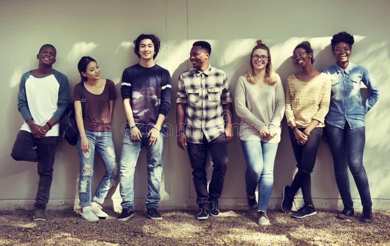 Diversità di lavoro di squadra del gruppo della gente degli amici fotografia stock libera da diritti