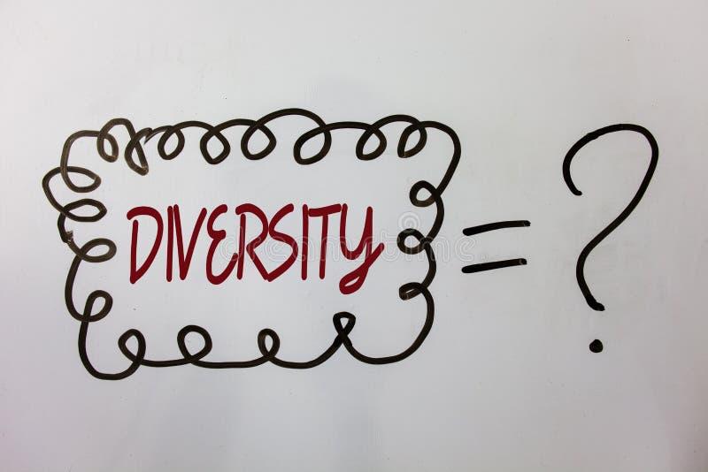 Diversité des textes d'écriture de Word Concept d'affaires pour se composer de messages multi-ethniques d'idées de variété divers photo stock