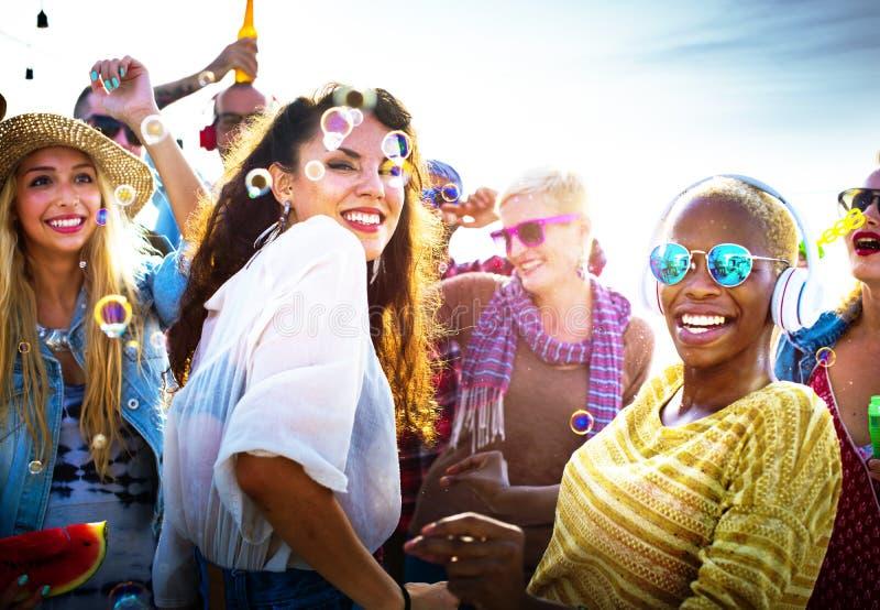 Diversiteit het Dansen de Vieringsconcept van de Strandpartij royalty-vrije stock fotografie