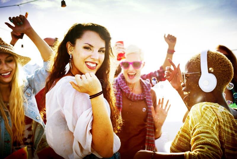 Diversiteit het Dansen de Vieringsconcept van de Strandpartij stock fotografie