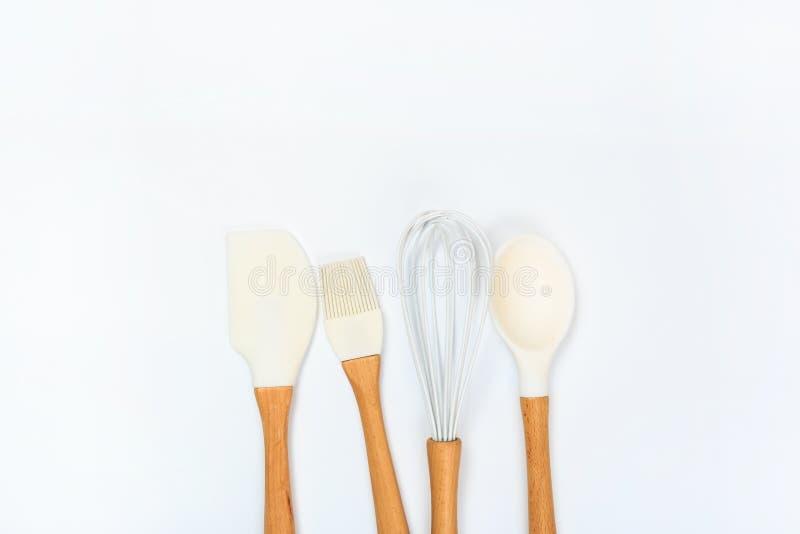 Diverso art?culos de cocina en una opini?n de top coloreada del fondo Cocinas imagen de archivo