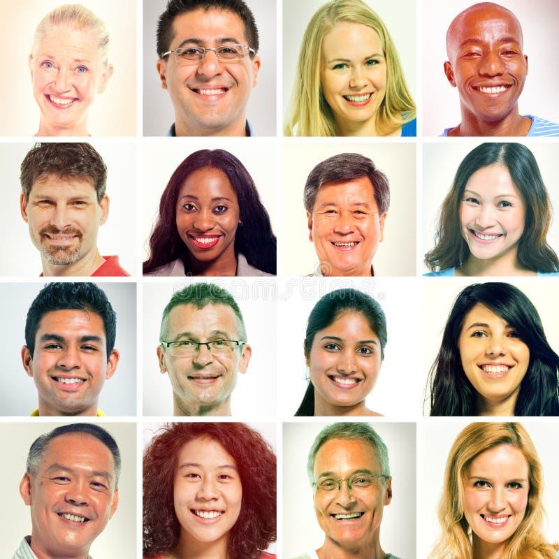 Diverso de rostros humanos en fila foto de archivo