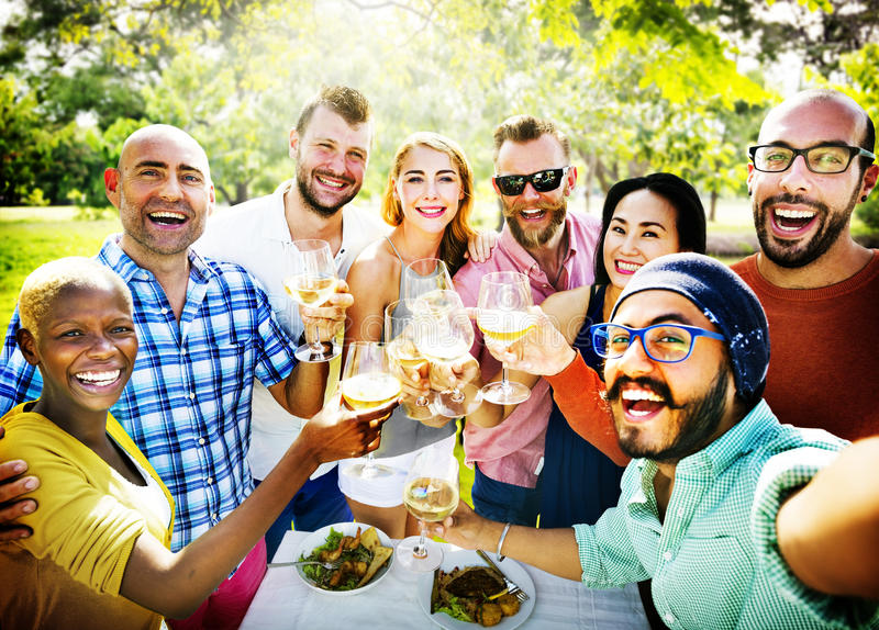 Diverso della gente del pranzo concetto dell'alimento all'aperto fotografia stock libera da diritti