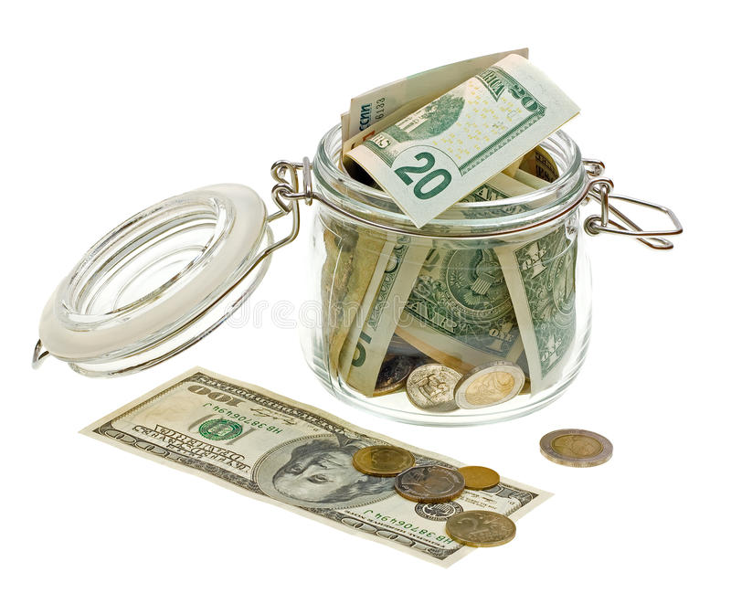 Diverso dinero en el tarro de cristal aislado en blanco fotografía de archivo libre de regalías