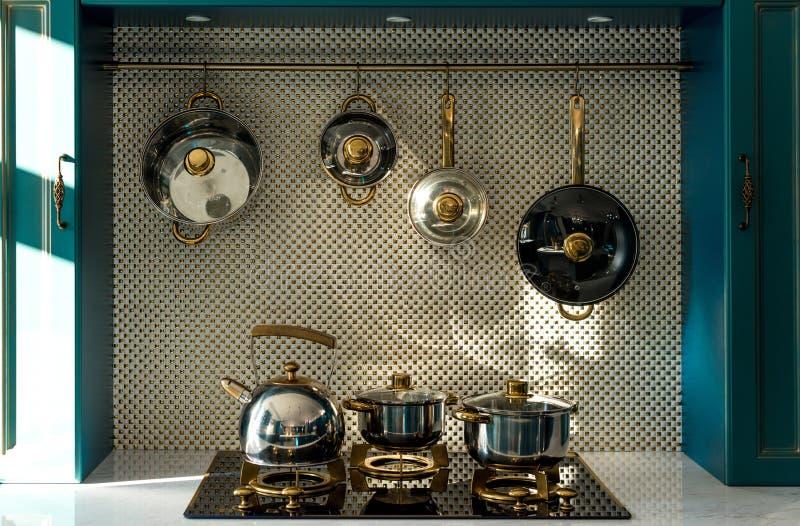 diverso dishware en estufa y ejecución en cocina imagenes de archivo