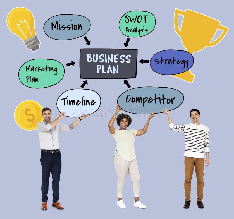 Diverso gruppo con un business plan fotografie stock libere da diritti