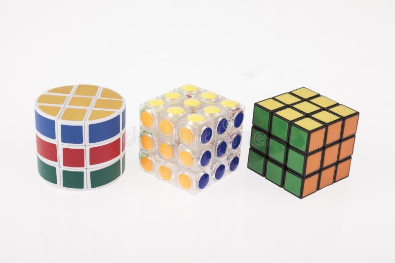 Diverso rompecabezas del cubo del color tres con la trayectoria de recortes imagen de archivo
