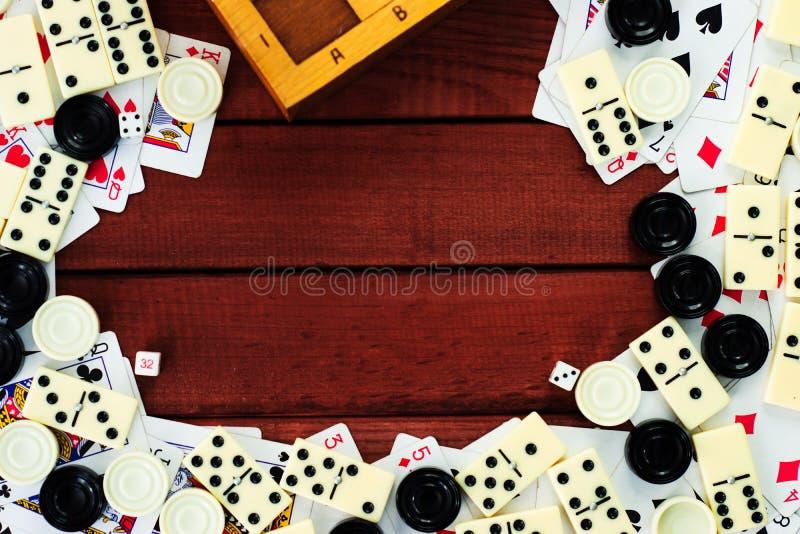 Diverso tablero de ajedrez de los juegos de mesa, naipes, dominós fotos de archivo libres de regalías