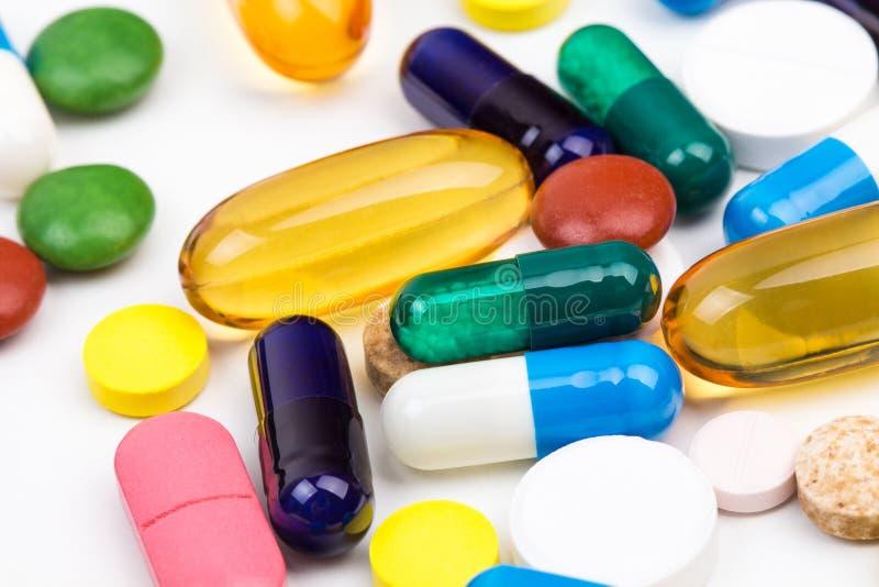 Diverso tiro de la macro de las píldoras y de las cápsulas del color fotografía de archivo libre de regalías