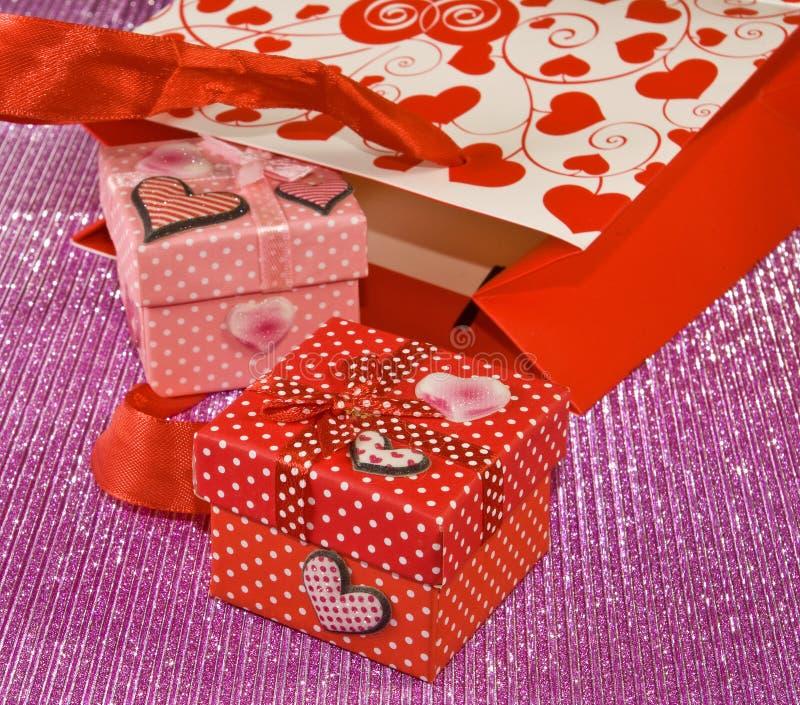 Diversos cajas de regalo y paquetes del regalo foto de archivo