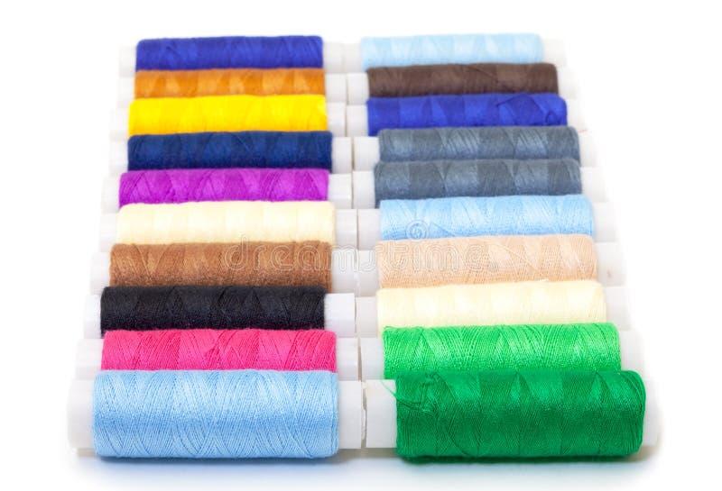 Diversos carretéis multicoloridos da linha imagens de stock royalty free