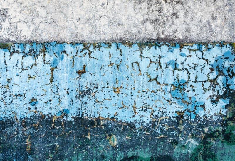 Diversos colores de la pared dos viejos concretos fotos de archivo libres de regalías