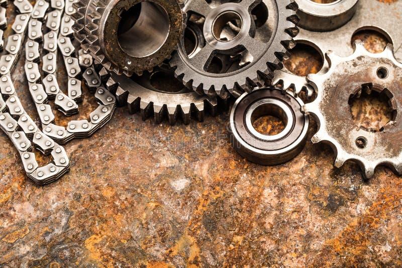 Diversos piezas y accesorios del coche, en el fondo del metal - imagen foto de archivo libre de regalías