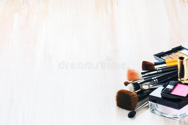 Diversos productos de maquillaje fotos de archivo