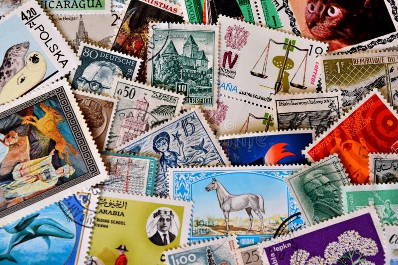 Diversos sellos de todo el mundo fotografía de archivo