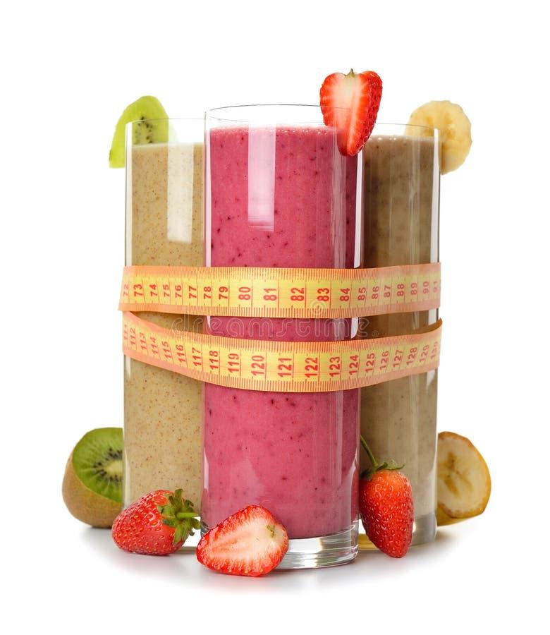 Diversos smoothies de la fruta imagenes de archivo