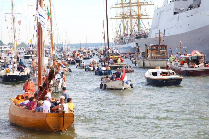 Diversos tallships em Amsterdão que particiating no grande evento europeu do tallship foto de stock