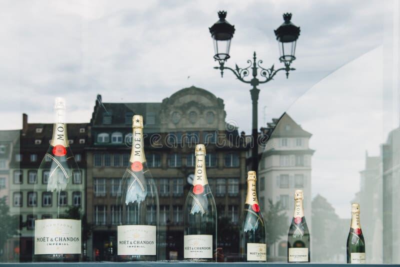 Diversos tamaños de Moet & Chandon del champán imperial imágenes de archivo libres de regalías