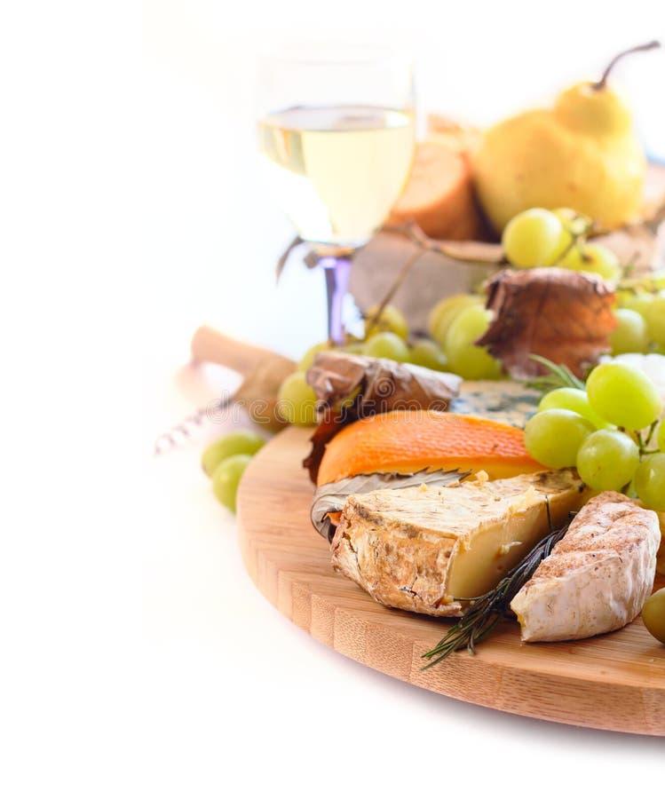 Diversos tipos de queso y de vino foto de archivo