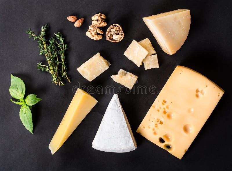 Diversos tipos queso fotos de archivo