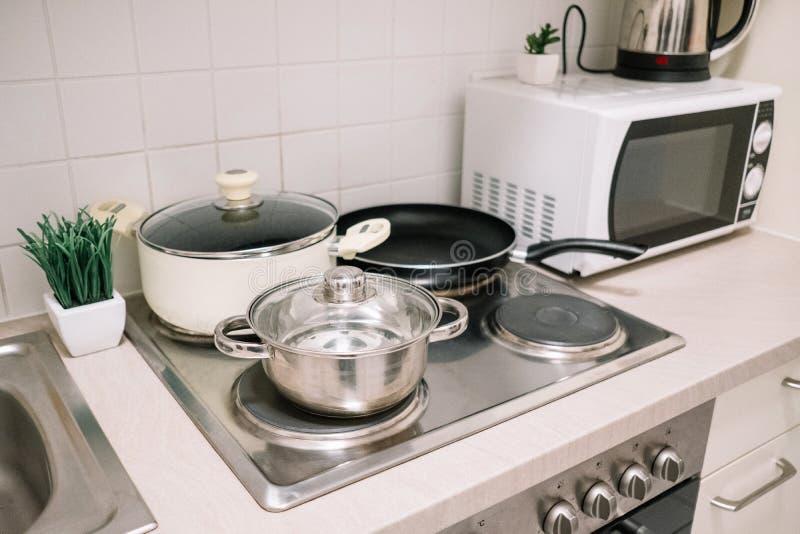 Diversos utensilios de la cocina foto de archivo libre de regalías