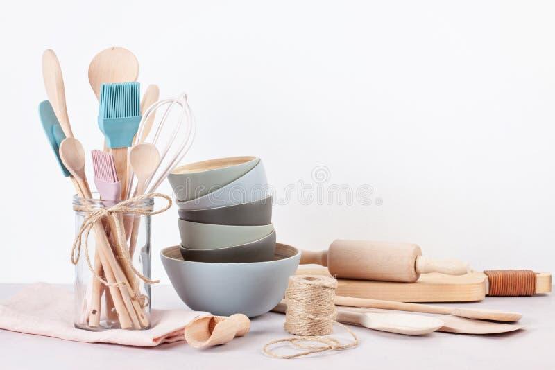 Diversos utensilios de la cocina Libro de cocina de la receta, conce de las clases de cocina fotos de archivo