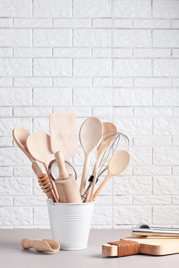 Diversos utensilios de la cocina Libro de cocina de la receta, conce de las clases de cocina fotografía de archivo