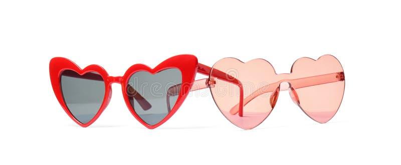 Diversos vidrios en forma de corazón elegantes en blanco fotos de archivo libres de regalías