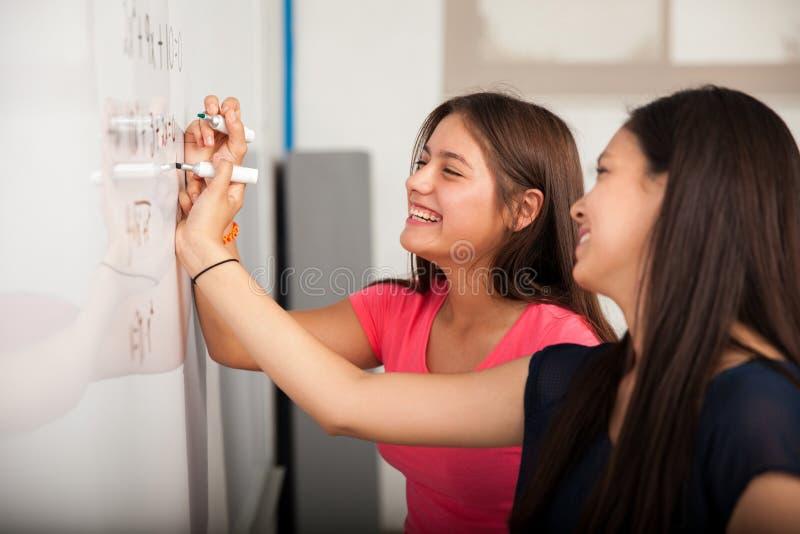Divertendosi alla High School immagini stock libere da diritti