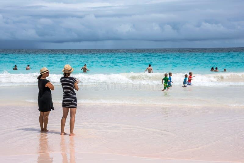 Divertimento Bermude della spiaggia immagini stock