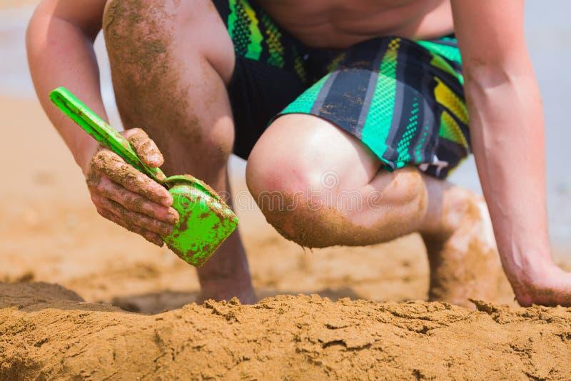 Divertimento da praia na areia foto de stock royalty free