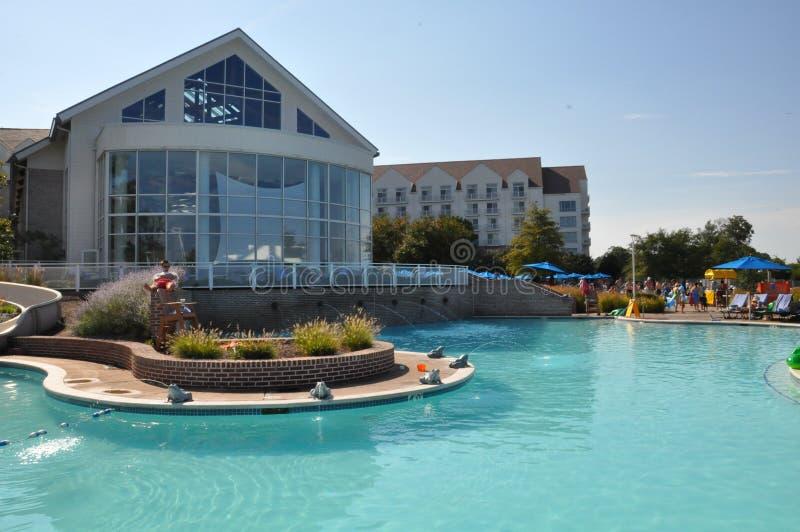 Divertimento del Poolside alla località di soggiorno della baia di Chesapeake di Hyatt Regency a Cambridge, Maryland immagini stock