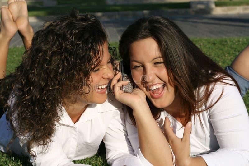 divertimento del telefono delle cellule fotografie stock libere da diritti