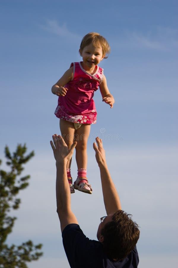 Divertimento della figlia e del padre fotografia stock libera da diritti