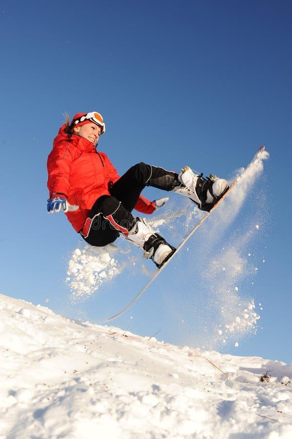 Divertimento della presa della donna sullo snowboard fotografia stock libera da diritti